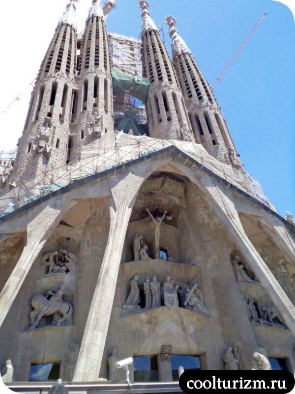 Храм Святого Семейства в Барселоне фасады