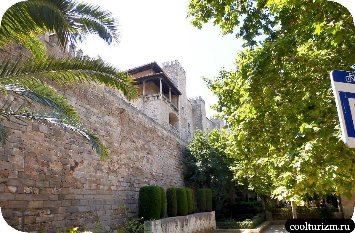 Дворец Альмудайна Пальма де Майорка королевский сад