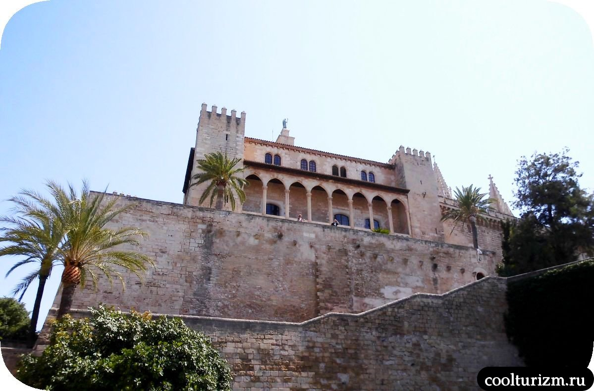 Дворец Альмудайна Пальма де Майорка