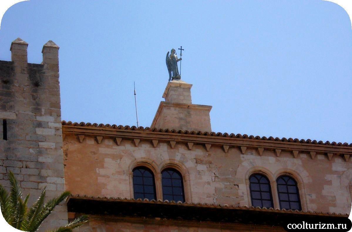 Дворец Альмудайна Пальма де Майорка башня ангела