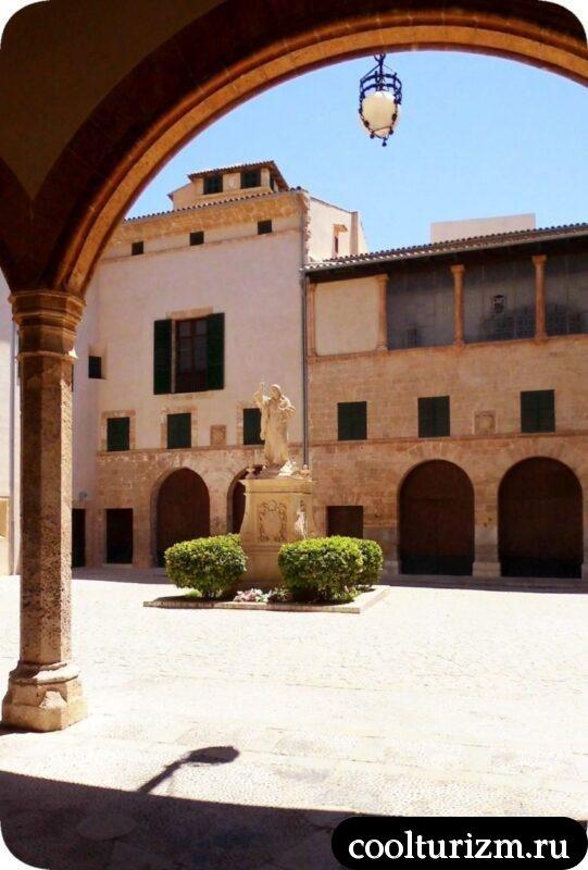 внутренний дворик Епархиальный музей
