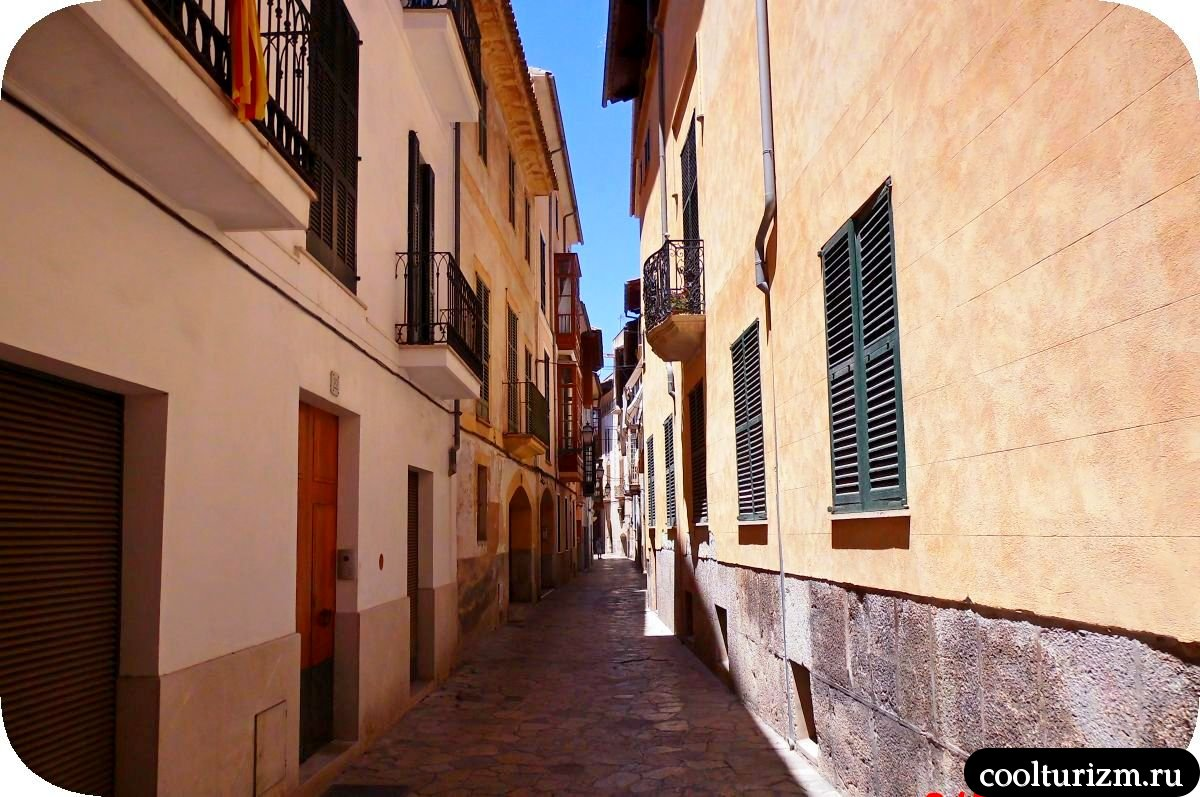 Старый город Пальма де Майорка узкие улицы