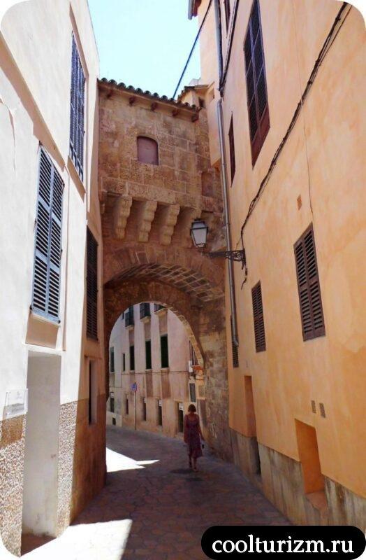 Старый город Пальма де Майорка узкие улочки