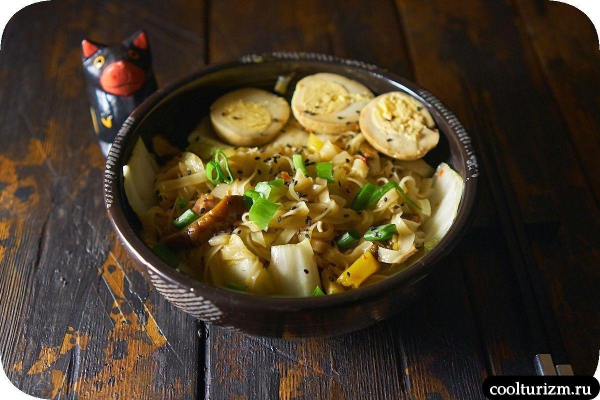 Рисовая лапша фо с пекинской капустой