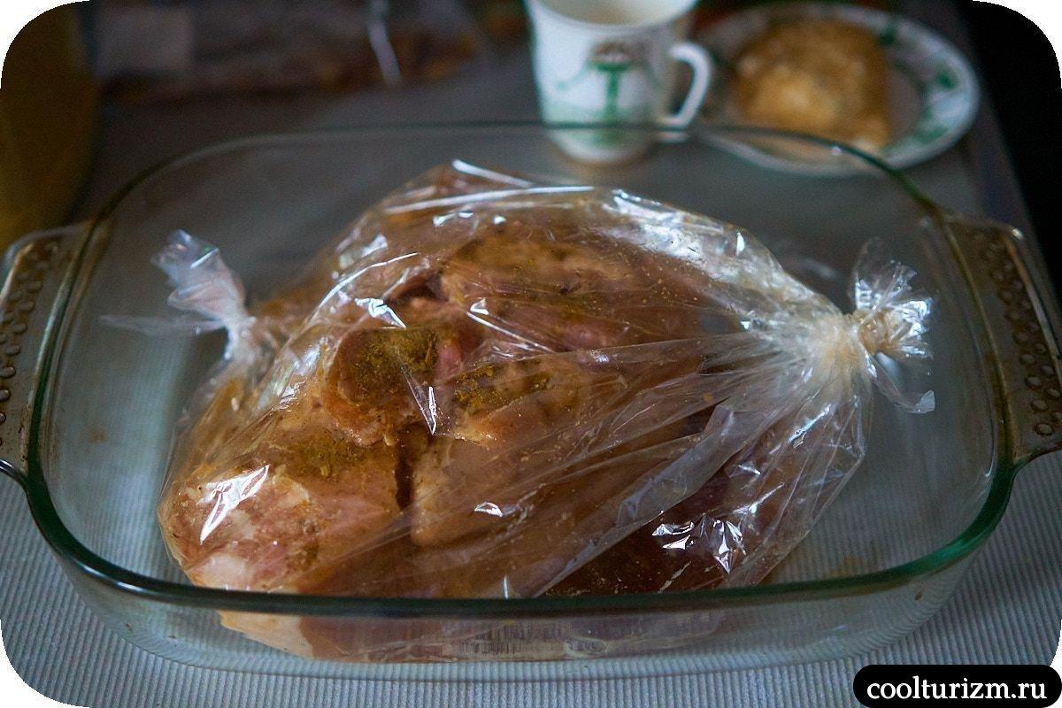 как вкусно приготовить окорок в духовке в рукаве для запекания