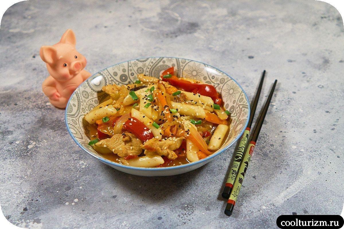 Токпокки с курицей и овощами фото