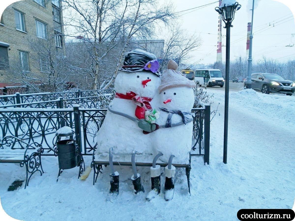Снеговики у магазина Онегин Мурманск