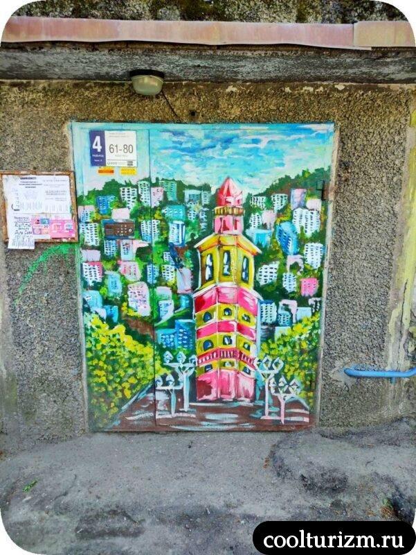 Веселый дом на Кирова в Мурманске вид на Маяк