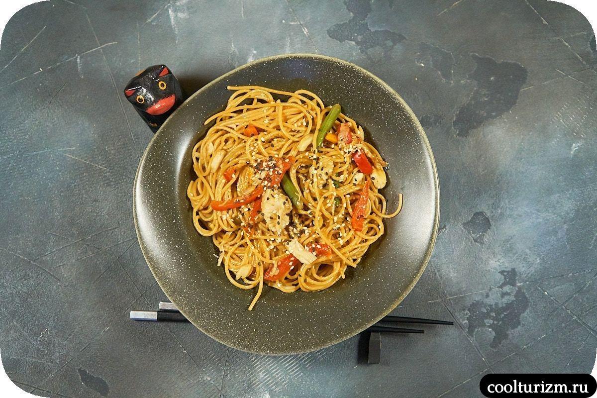 Цельнозерновые спагетти со щечками трески