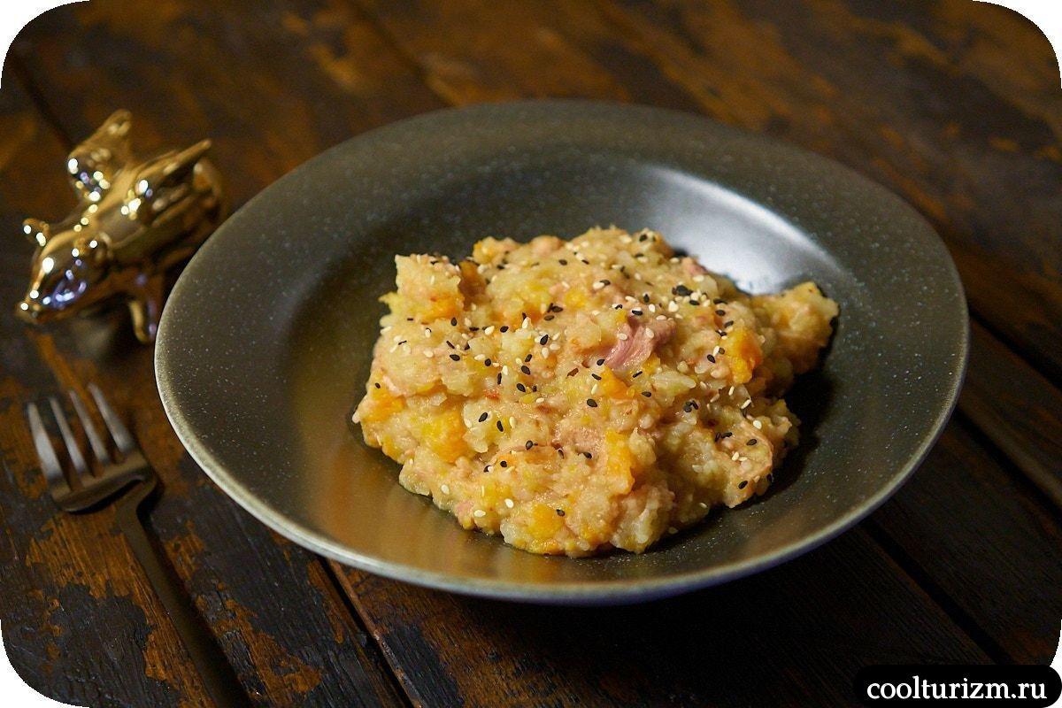 Картофельное пюре с тушенкой и яблоками пошагово