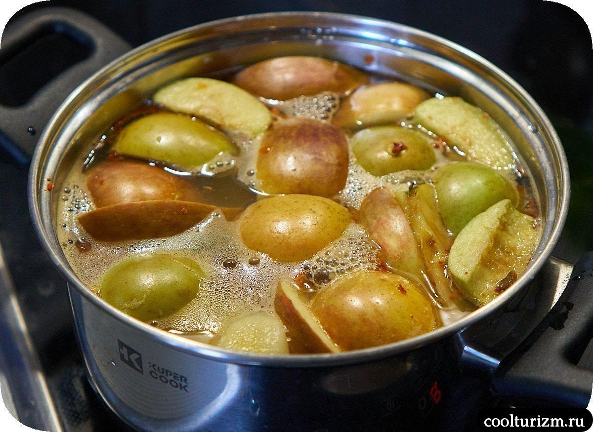 варим яблоки и картошку