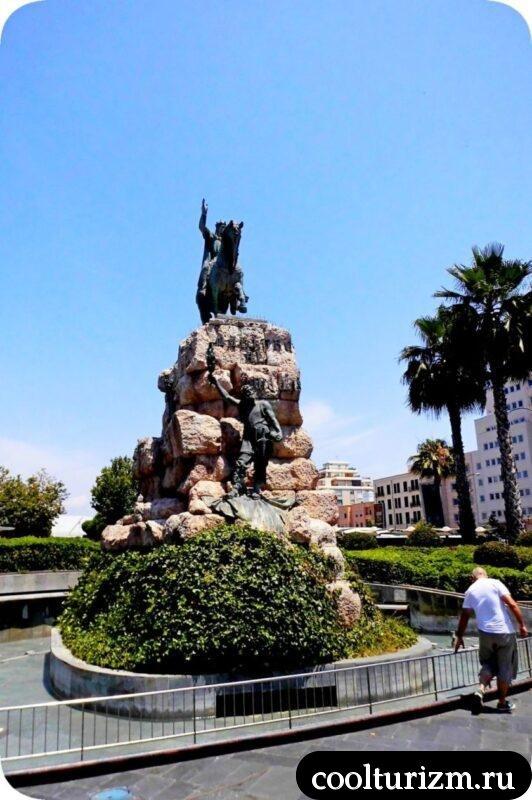 Площадь Испании памятник Хайме на лошади