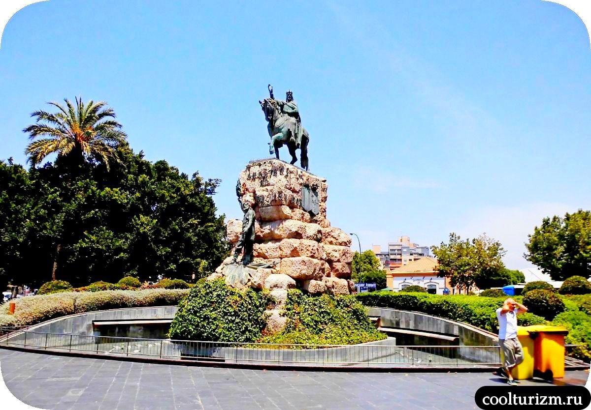 Площадь Испании в Пальме де Майорке памятник ХАйме 1-му