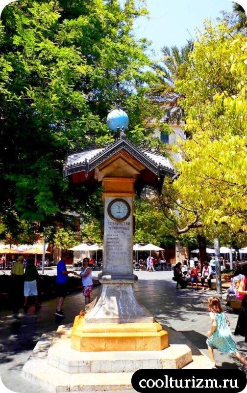 Площадь Испании старый термометр-барометр