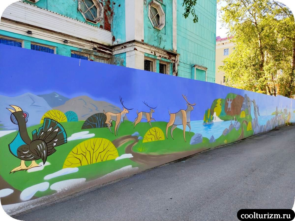 Граффити Мурманск птицы и олени
