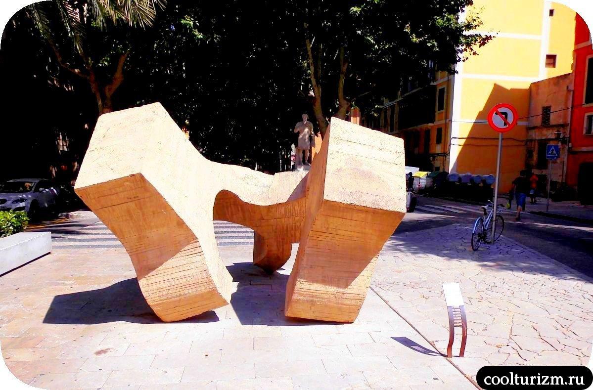 Рамбла Пальма де Майорка бетонная скульптура абстракционизм