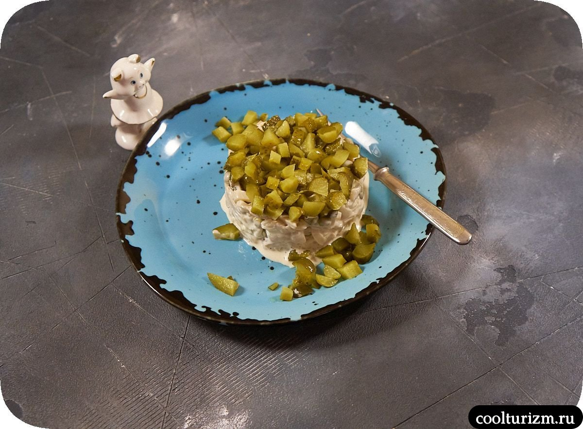 Салат из кальмара с майонезом и огурцами