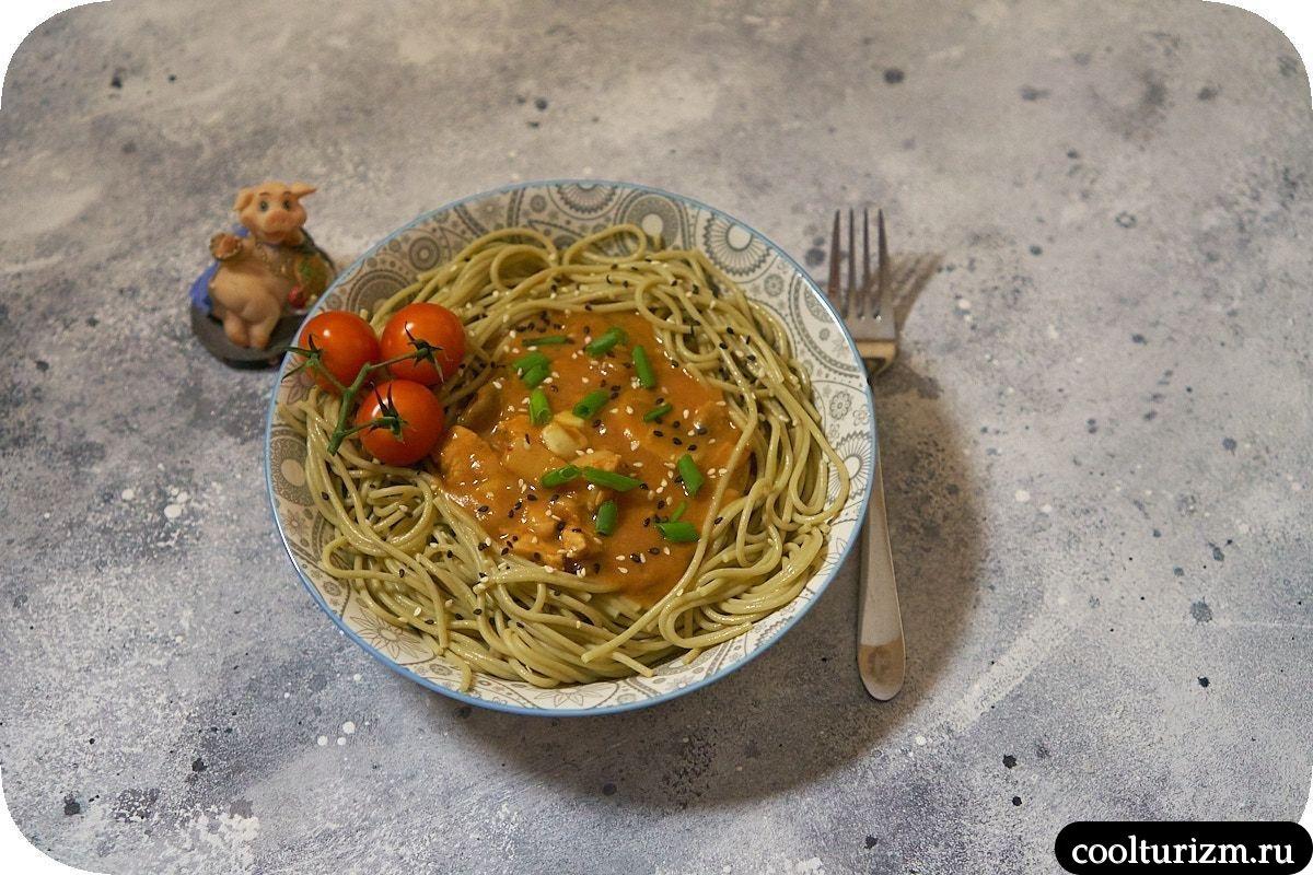 Спагетти с мясом и шампиньонами в томатном соусе рецепт