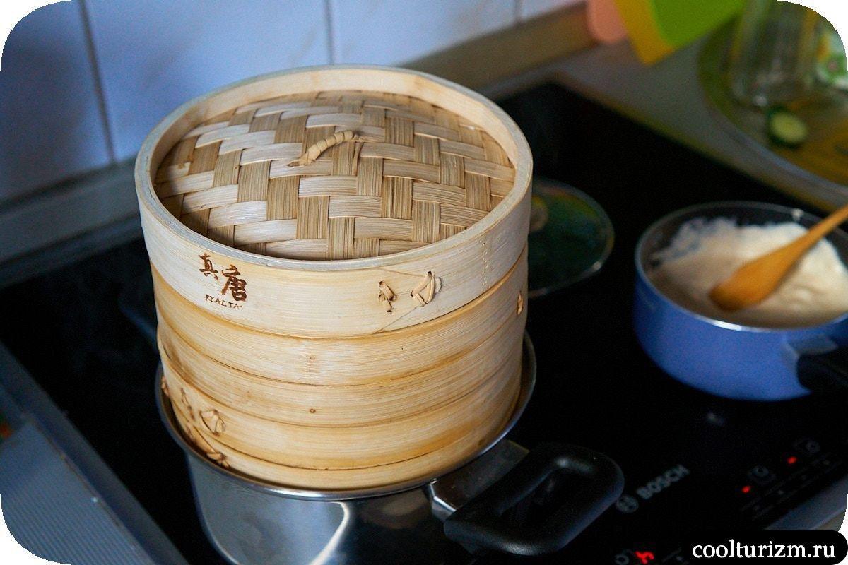 Фрикадельки на пару в бамбуковой пароварке