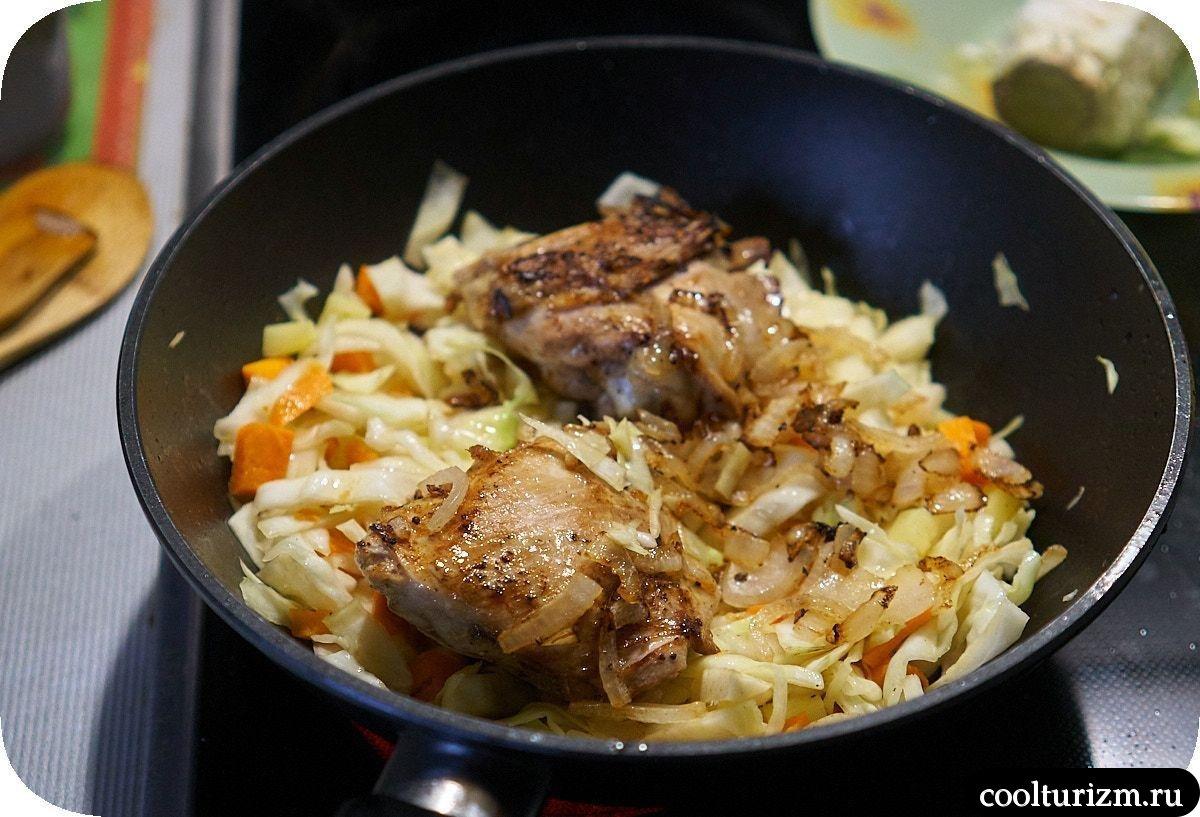 Куриные бедра с капустой простой рецепт
