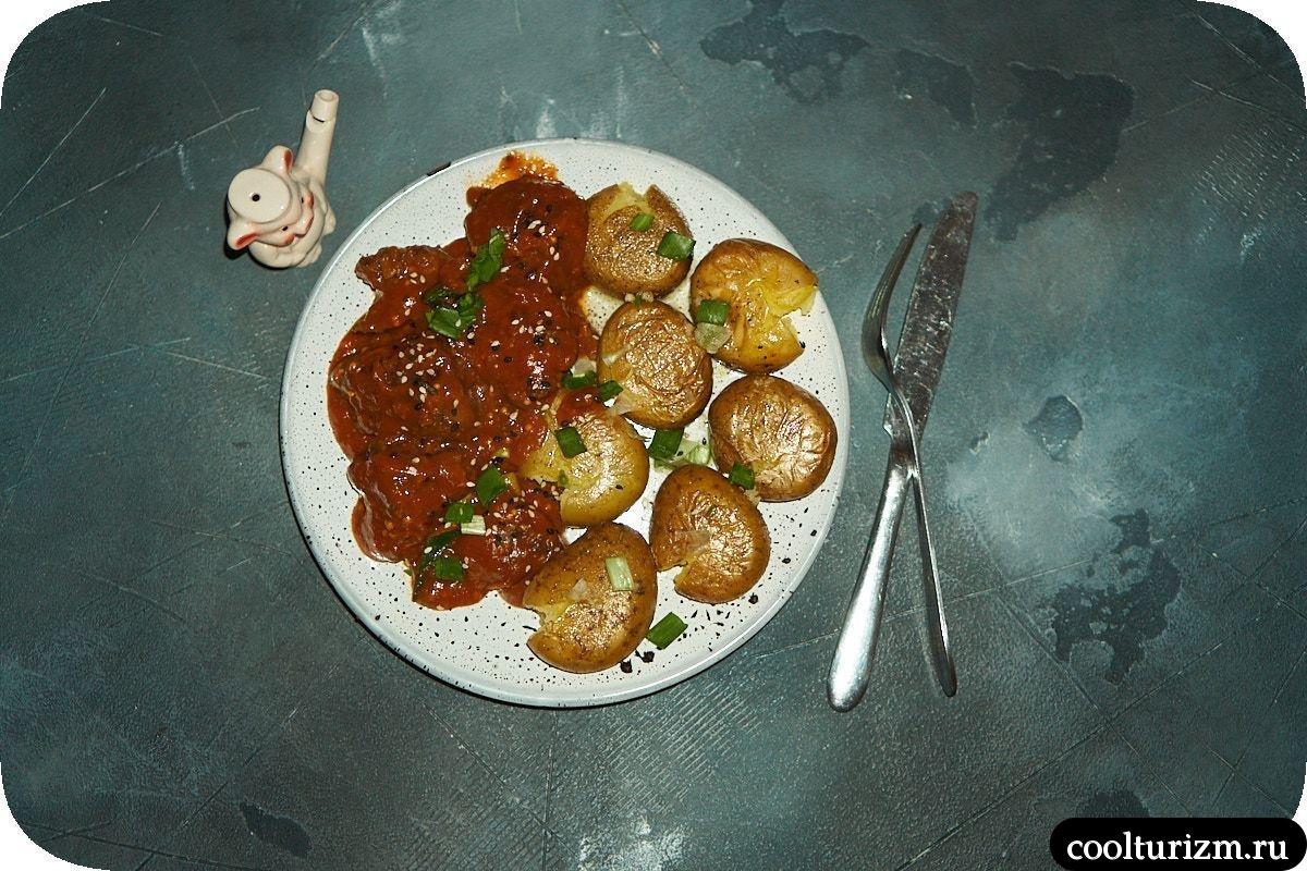 Печень индейки в томатном соусе в сковороде