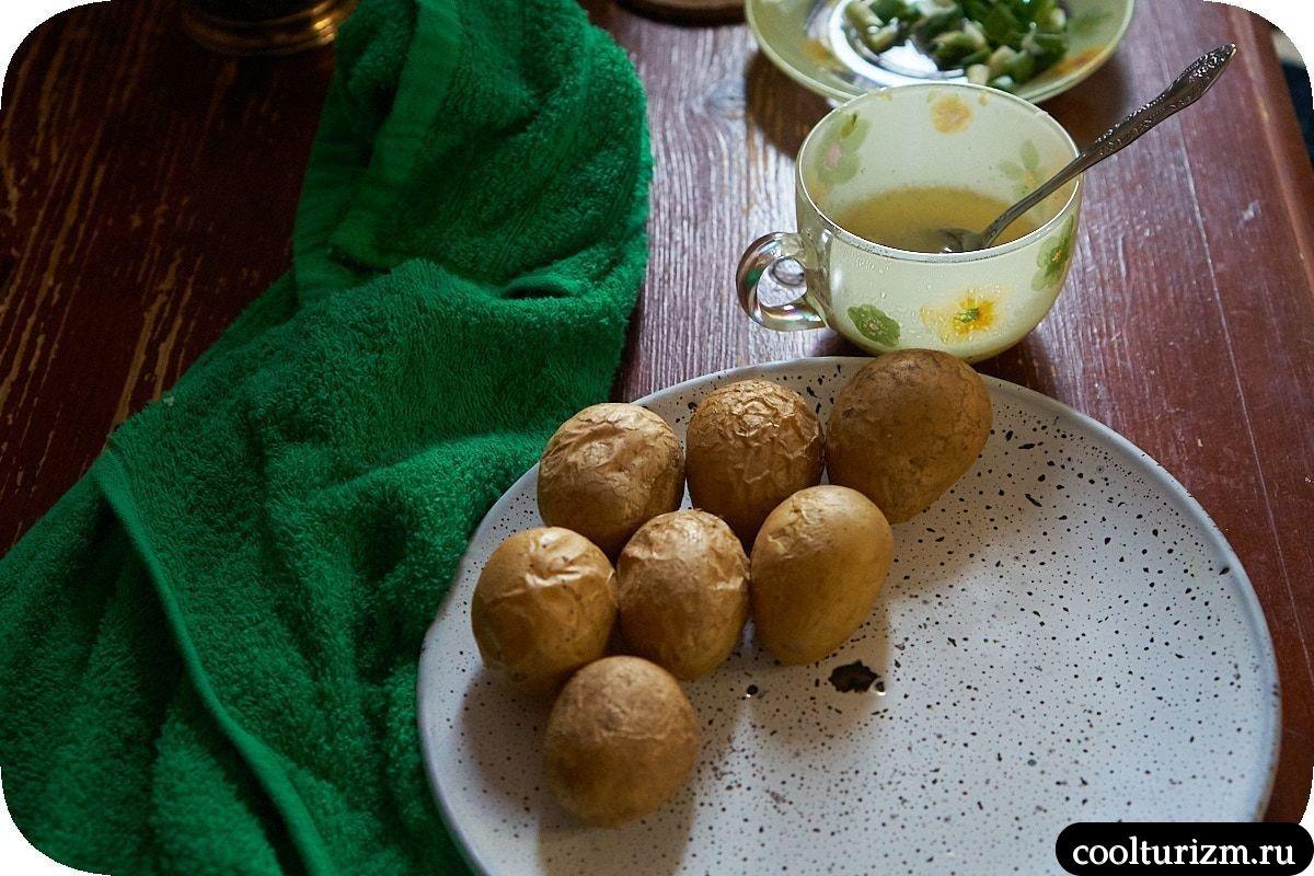 Печень индейки в томатном соусе с чесночным картофелем